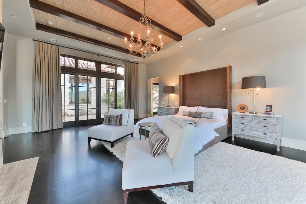 britney spears master bedroom-min