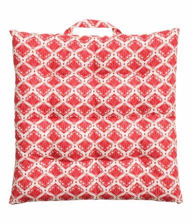 H&M cushion-compressed (1)