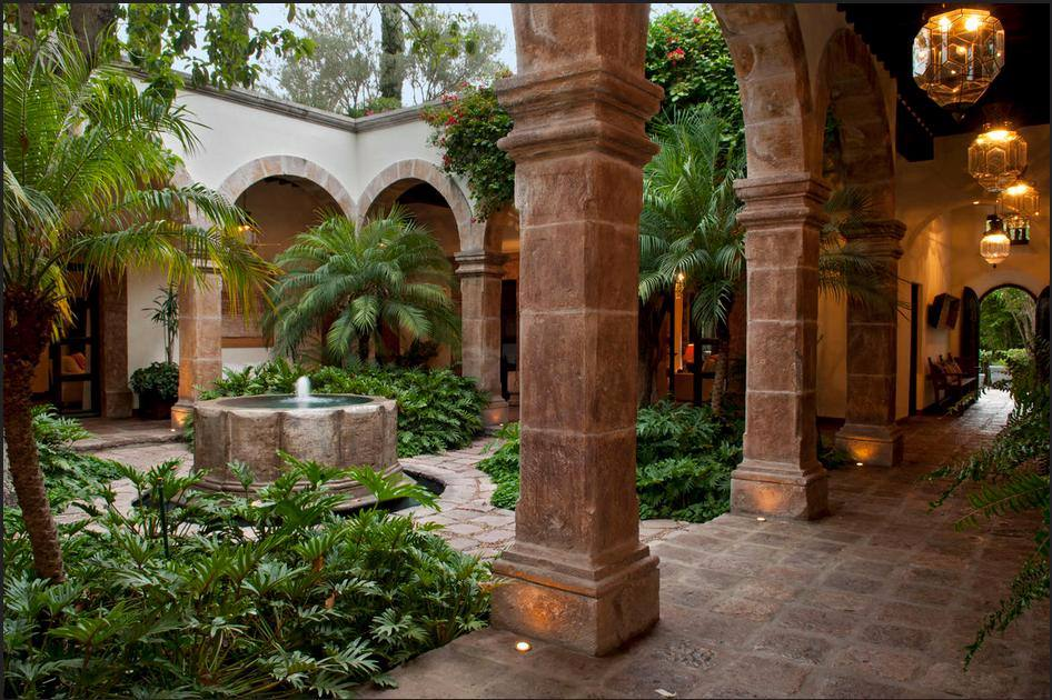 lush courtyard mexico-compressed