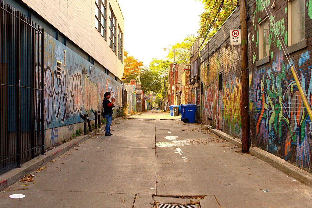 toronto-laneway-downtown