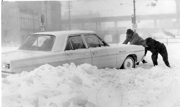 winter-winnipeg-1966-car