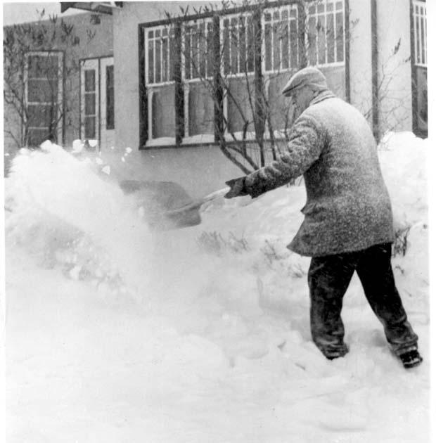 winter-winnipeg-april-1966
