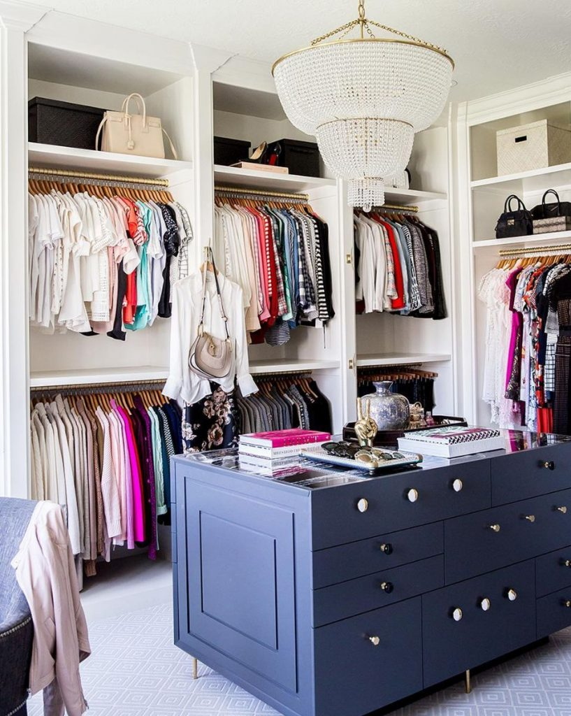 19 Ways To Make Your Walk In Closet Look Ridiculously Chic,Outfit Colors That Go With Purple Clothes