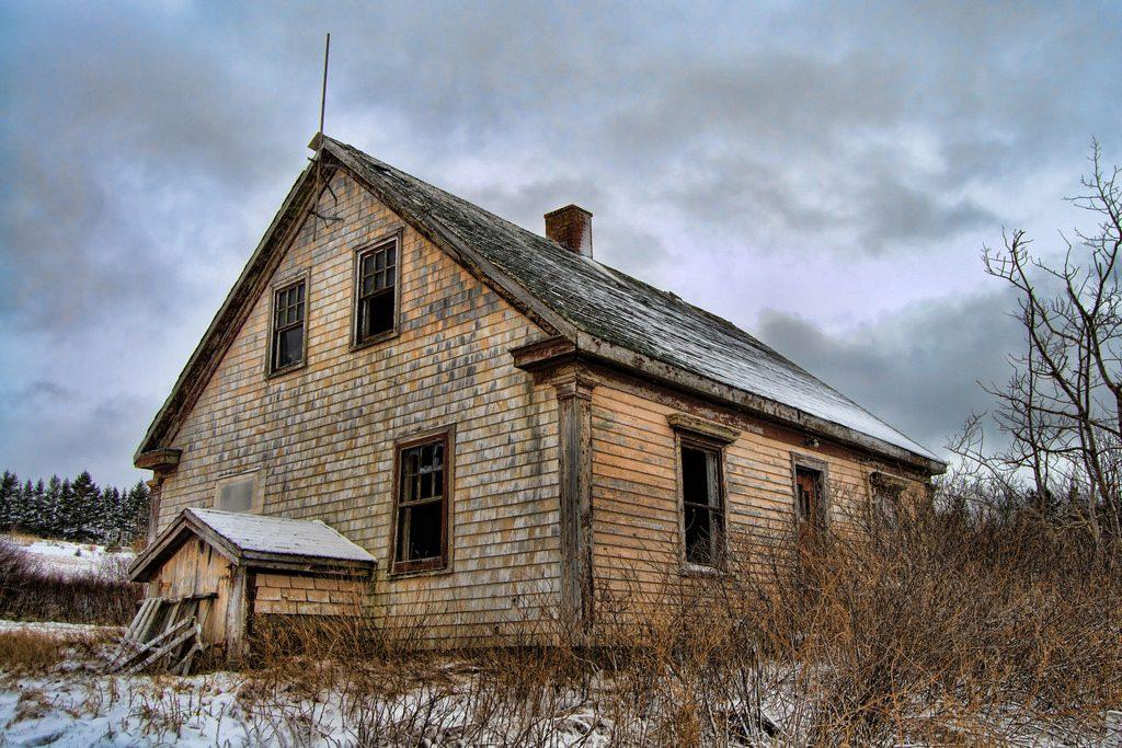 canada-house-winter