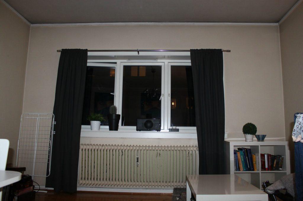 living room before-min