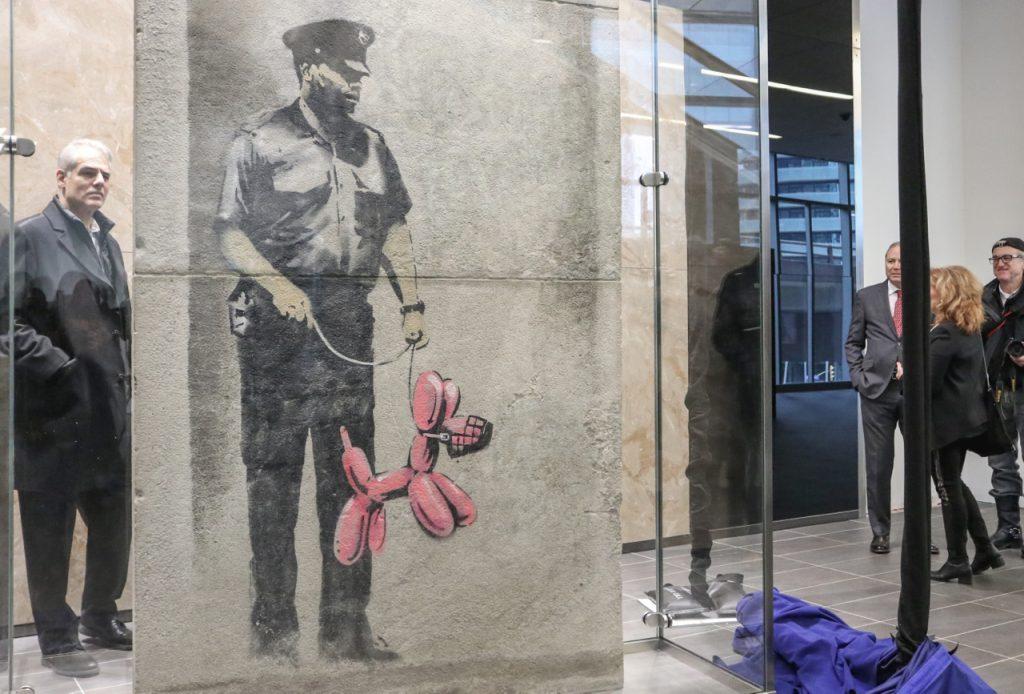 GuardWithBalloonDog_Banksy2