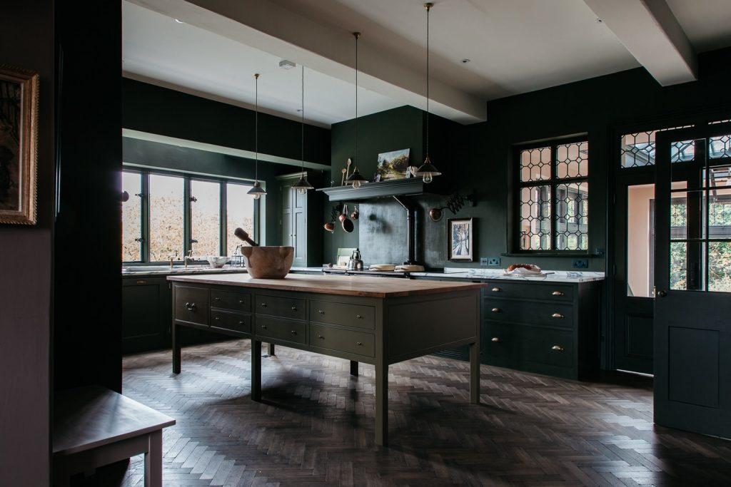 19 Gorgeous Kitchens That Arenu0027t All White