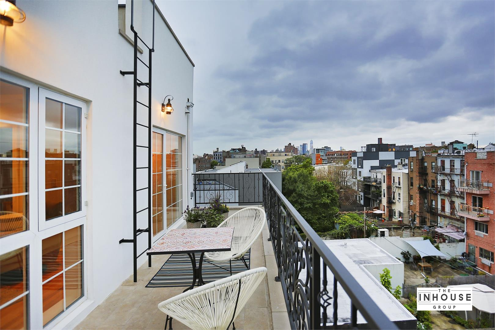 Private house in the city, the pros and cons 98