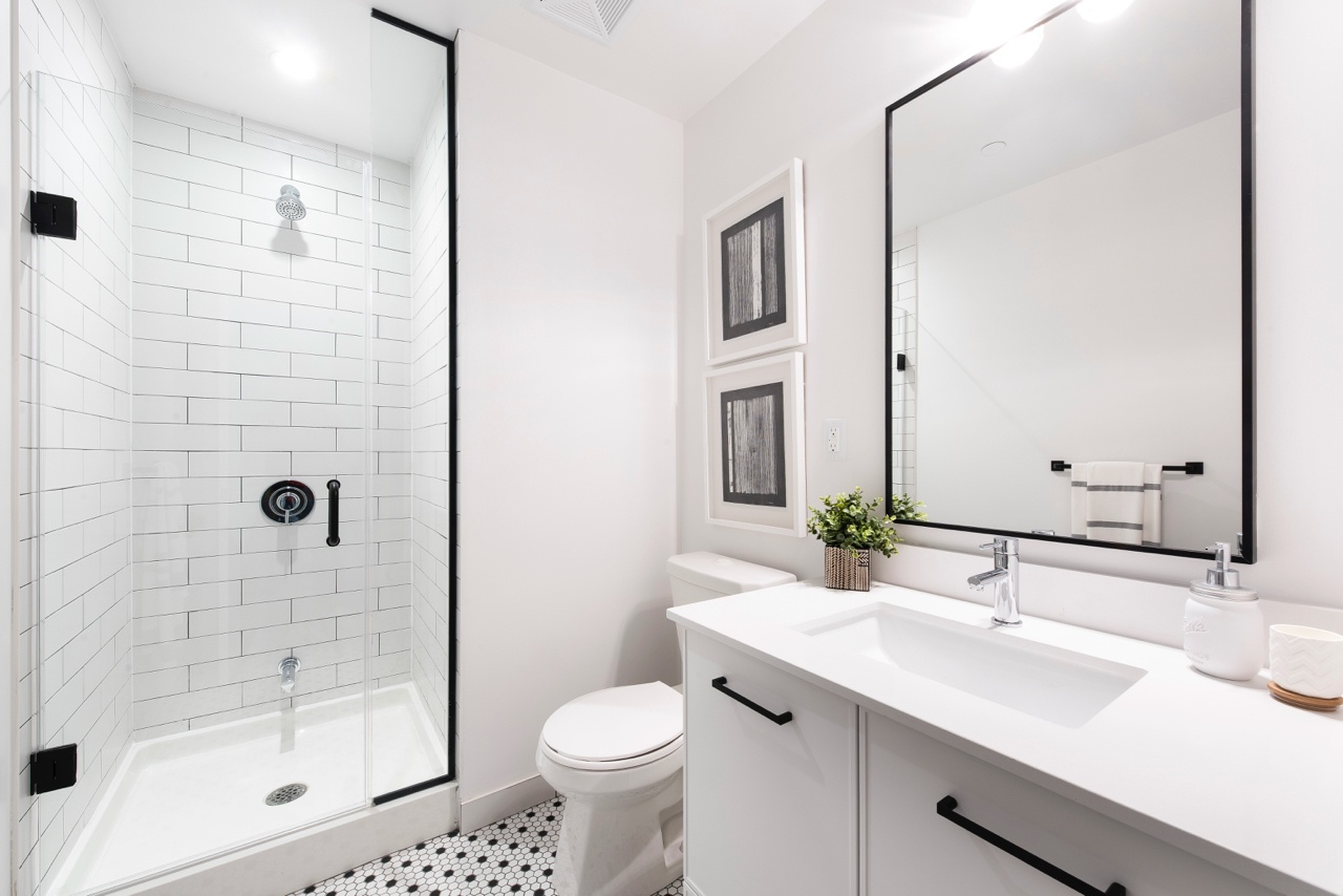 TheLoganResidences_Bathroom