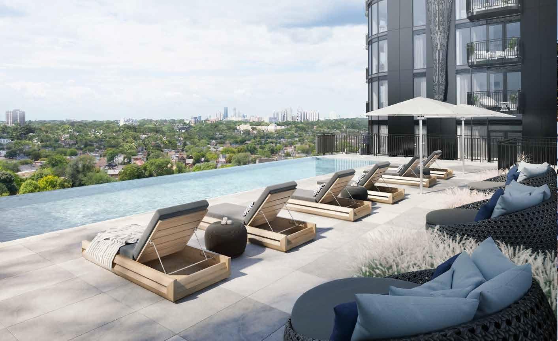 GalleriaIII_RooftopPool