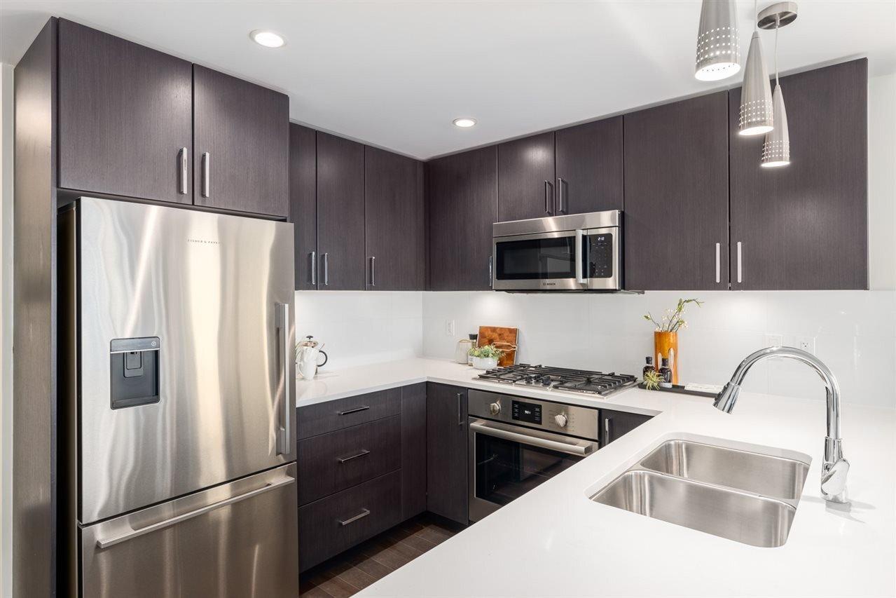 PinnacleFalseCreek_Suite1506_Kitchen