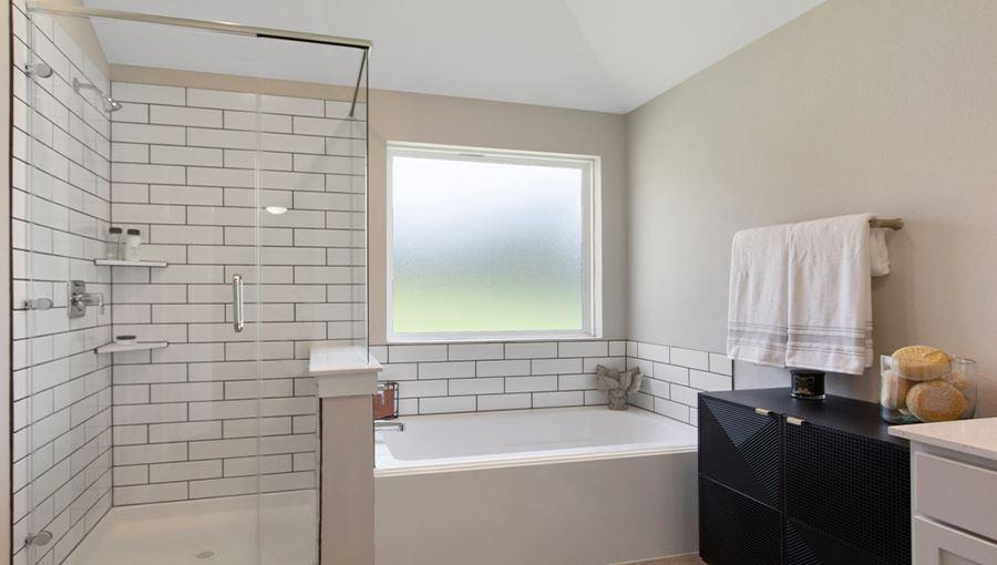 FostersRidgeModern_Bathroom