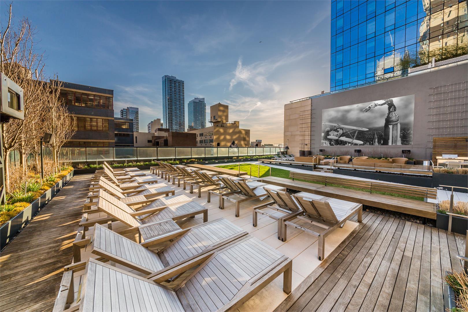 ManhattanView_RooftopDeck